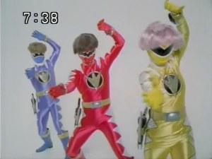 """Dino trueno y su extraño """"homenaje"""" a los Super Sentai"""